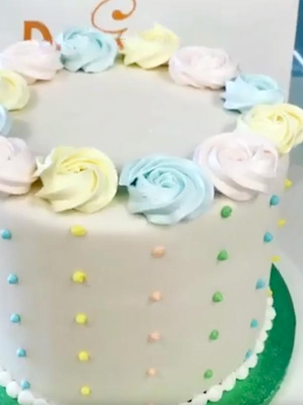 Torta Elegante in Ghiaccia Reale